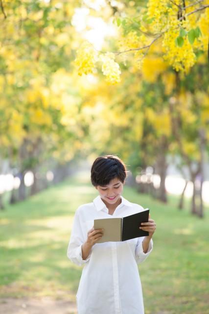 Bücher sind Schiffe, welche die weiten Meere der Zeit durcheilen.